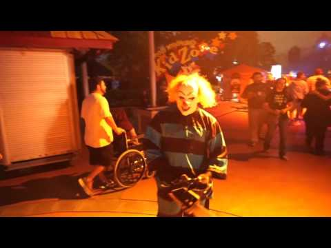 evil clown scareacters at halloween horror nights 25 at universal orlando