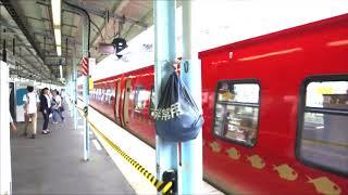 横須賀駅に停車する伊豆急2100系 キンメ電車 よこすかYYのりものフェスタ2019