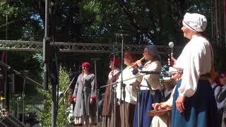 """00004 Folkloras diena """"Novadu sasaukšanās"""" uz Vērmanes dārza lielās skatuves 7.07.2018"""