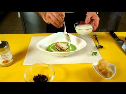 Crema di piselli e menta con fonduta di gorgonzola, cialdine di pane e mostarda Veneta Lazzaris