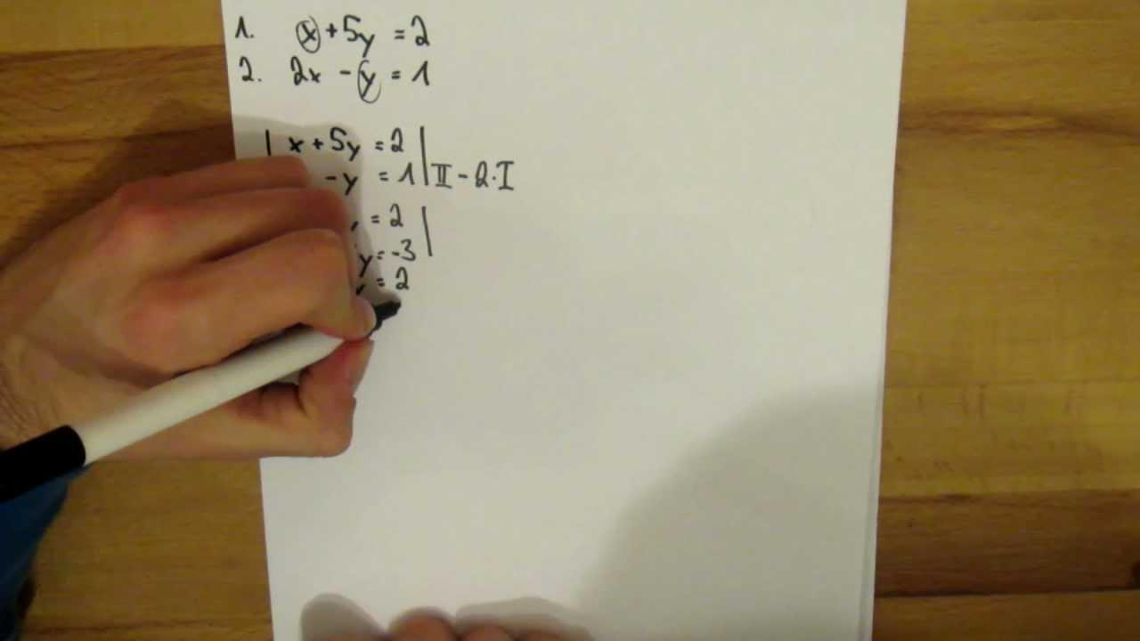 Mathematik - Gleichungssystem mit 2 Variablen lösen - YouTube