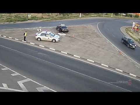 В Волгограде иномарка врезалась в футбольный мяч у Мамаева кургана