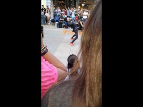 Santa Monica street show dance.