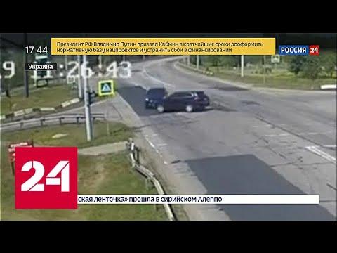 Никто не хотел уступать: на пустой дороге столкнулись два Porsche Cayenne - Россия 24