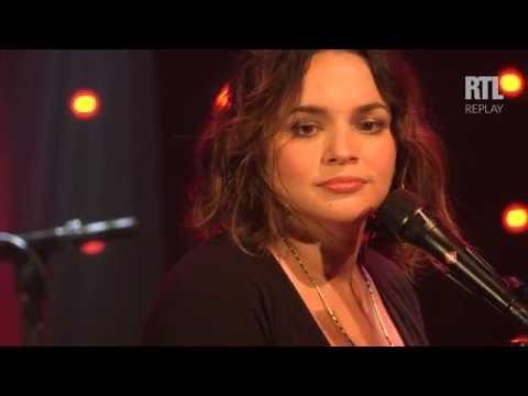 Norah Jones - Carry On dans le Grand Studio RTL