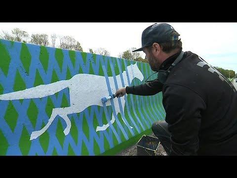 Un Graff D'un Kilomètre Le Long De La Route Solaire à Tourouvre.