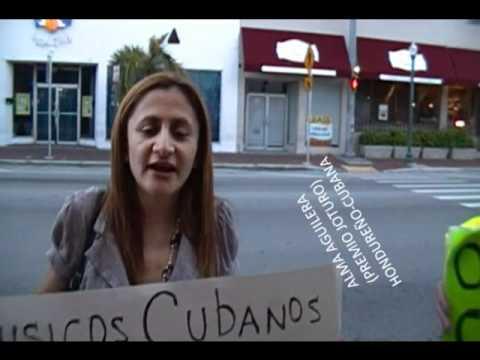 Villagranadillo: Manifestación de exiliados cubanos frente al Tula Café- Calle 8 -Miami