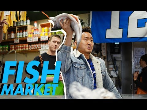 GREAT AMERICAN FISH MARKET (Catching Fish - Pike Place Seattle)