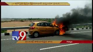 Sudden fire destroys Car at Gadwal TV9