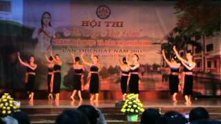 Bé Trang múa Thái Mai Châu HB.MPG