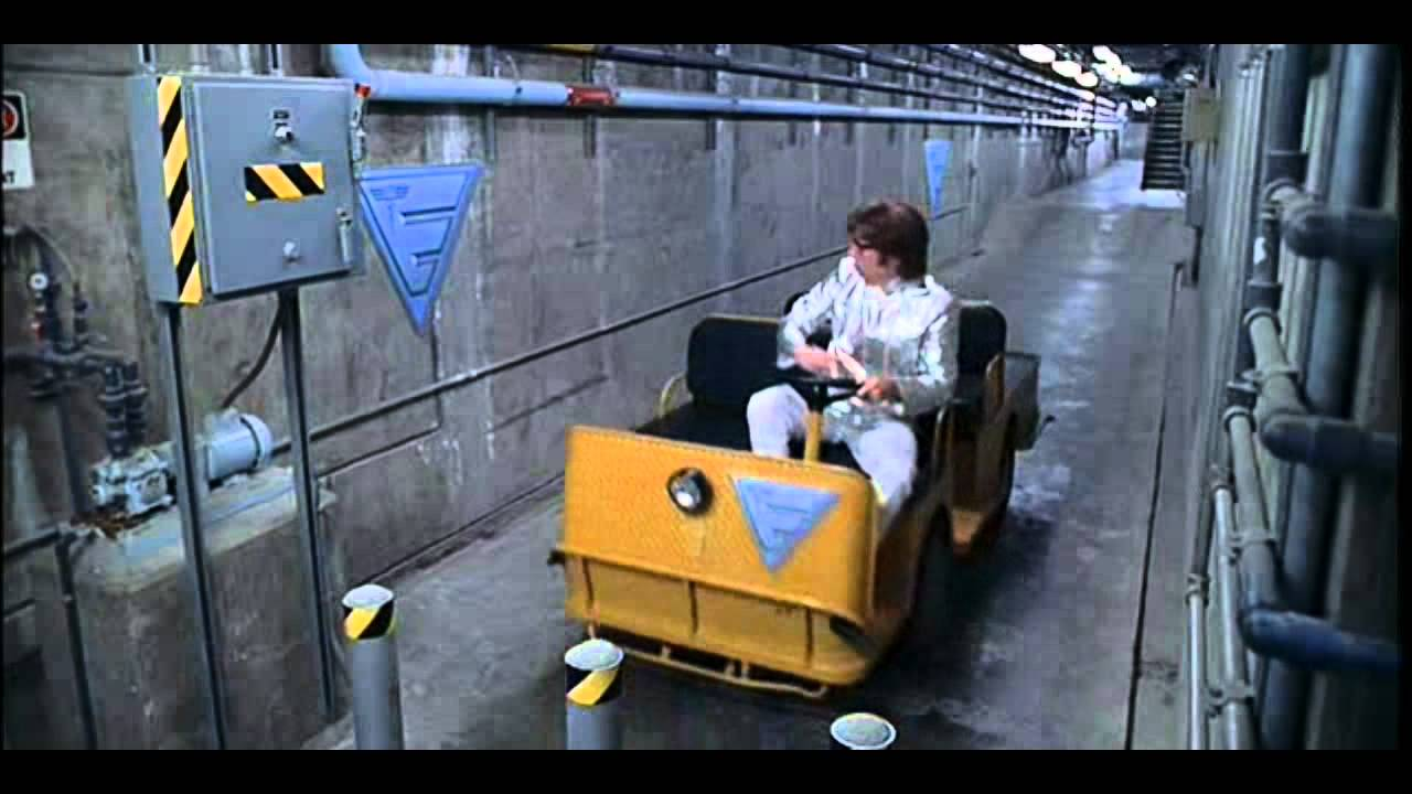 Austin powers 3 point turn maneuvering parking scene for Narrow golf cart