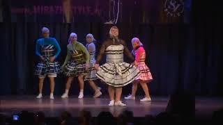 Танцующие бабки дадют жару! Я рыдаю... dancing grannies