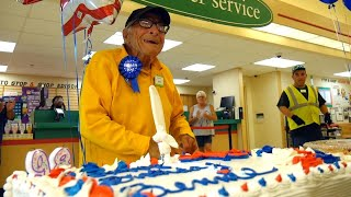 Grocery Store Throws Birthday Party for 98-Year-Old Bagger