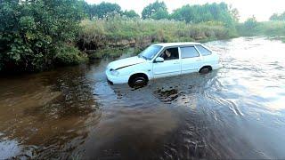 БРОД! Топят автомобили, рискуют при объезде пробки