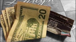 Женщина вручила свою визитку и дала немного денег бездомному, а через…