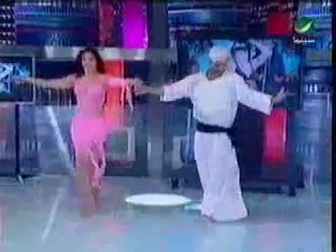 رجل يتحدى راقصة و يمسح بيها الارض فى الرقص thumbnail