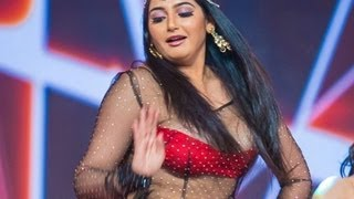 Actress Ragini Dwivedi faces wardrobe malfunction in SIIMA award function | Hot  Tamil Cinema News