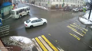 Оторвалось колесо у автобуса №13 Серпухов