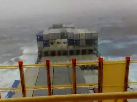 Denizde Fırtına Görüntüleri Yük Gemisi Batıyor