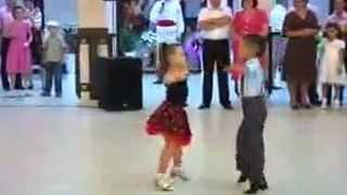 Лучший танец !!! Малявки жгут = )))