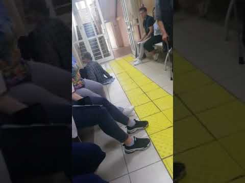 В Краснотурьинске пациентам одной из больниц приходится ползти на приём к врачу.