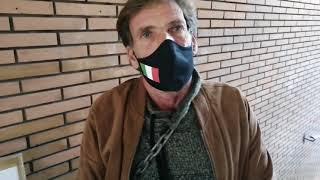 """Plamer incatenato davanti al Comune di Vasto: """"Da 20 giorni 2 famiglie senza acqua all'ex mattatoio"""""""
