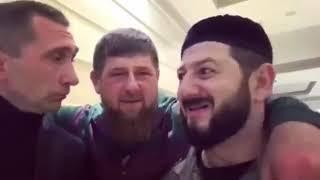 Смотреть Российские юмористы с блистательными шутками и замечательными пародиями онлайн