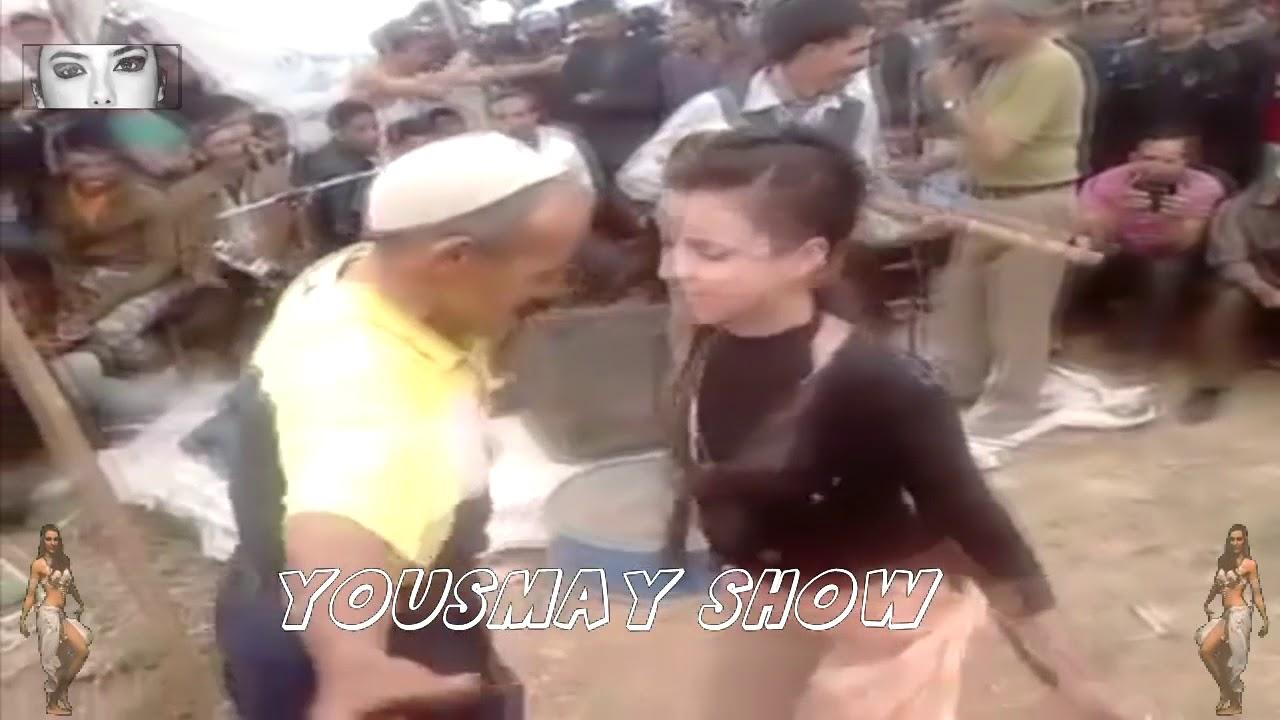 خطير جدا فتاة في مقتبل العمر تراقص رجل في الخمسينيات ما أروع هدا الشيخ  مدهل