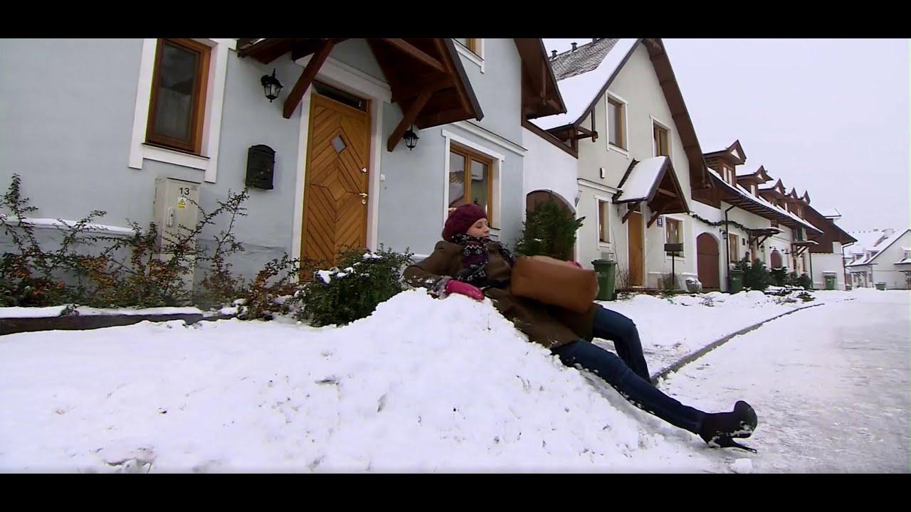 Rodzinka.pl - Natalia wywraca się na śniegu
