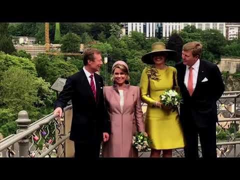 Koningspaar wandelt door Luxemburg en Máxima verpletterend met Stuart-diadeem.