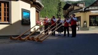 Alphorn (스위스 전통악기)의 근사한 연주