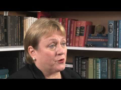 Catherine Austin Fitts : Deliberate Implosion of the U.S. Economy (FL-HQ)