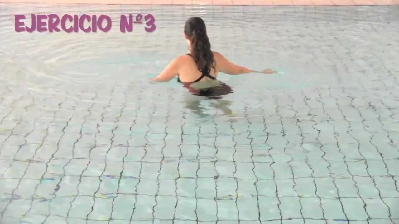 ejercicios en la piscina para adelgazar piernas