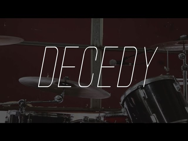 "Decedy - ""She Looks Good (T-Shirt Song)"" [OFFICIAL MUSIC VIDEO]"