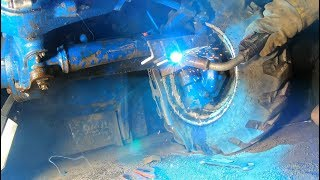 fixing-a-steering-cylinder-on-a-tractor