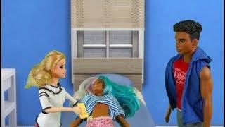 Rodzinka Barbie- Iza w szpitalu Bajka Dla Dzieci Po Polsku  the Sims 4 odc.39