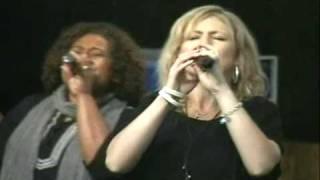 Hillsong Live no Rio de Janeiro//Shout the Lord & Awesome God @Comunidade da Zona Sul