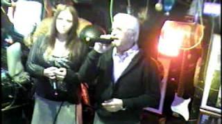 Heli & Peter singen We've got tonight im Karaoke Fun Pub Stuttgart http://www.funpub.de