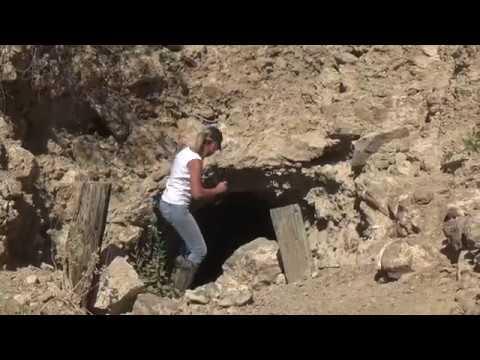 EXPLORING A CREEPY  ABANDONED MINE IN THE ARIZONA DESERT