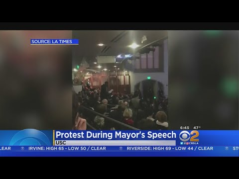 Eric Garcetti Shouted Down At Event To The Tune Of 'Santa Claus Is Coming To Town'