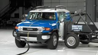 2007 Toyota FJ Cruiser side IIHS crash test