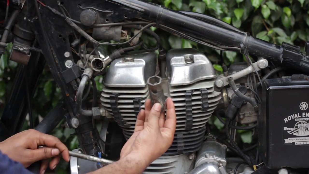 Checking And Replacing Spark Plugs In Bullet 500 Uce Enfield