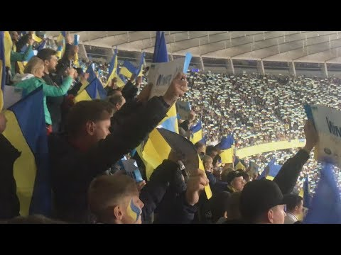 Стадион поет Гимн Украины перед матчем с Португалией | Украина - Португалия