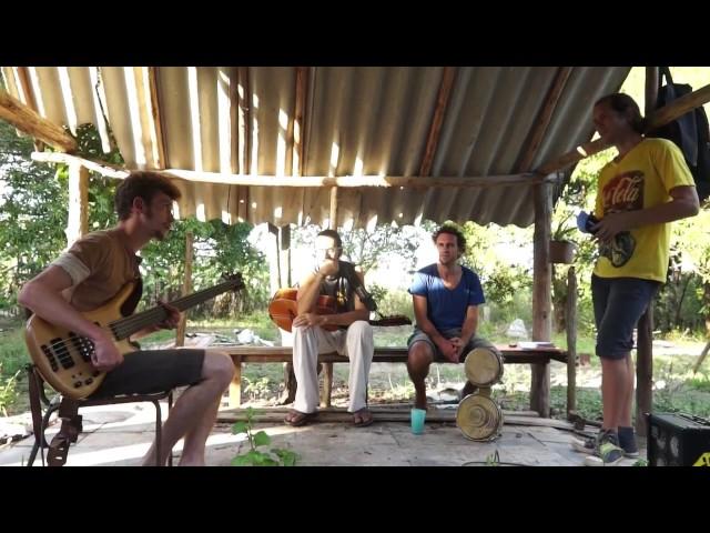 David, Bajista y Leonid, Poeta