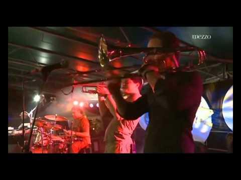 Richard Bona - Please Don't Stop (live at Martinique)