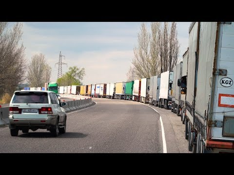На границе с Казахстаном скопились около 300 грузовых авто