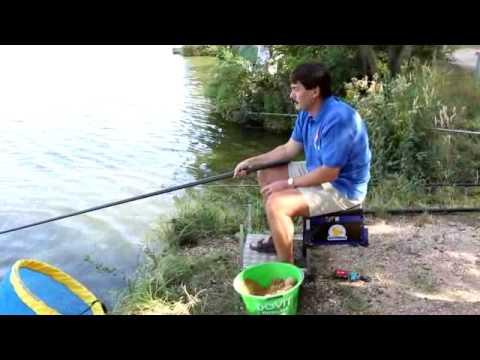 Áder János horgászik