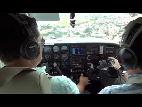 Cessna 206 short landing in Trompillo Airport