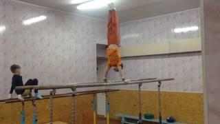 """Спортивная гимнастика.(Ященко Денис, 8 лет, 2 разряд)Тренер: Ягодин С. А. Спортивный клуб """"Гимнаст"""""""