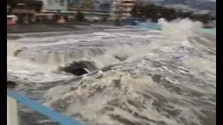 шторм в алуште 2(сильный шторм в крыму.алушта 2012., 2012-01-30T10:45:12.000Z)